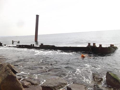 海岸に難破船が漂流?..茅ヶ崎の座礁船_b0137932_1353471.jpg