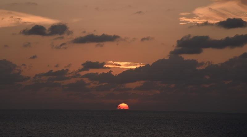 東シナ海に沈む夕日_d0001843_15281788.jpg
