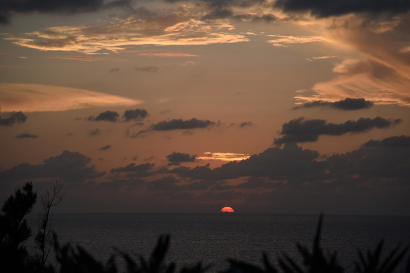 東シナ海に沈む夕日_d0001843_15314775.jpg
