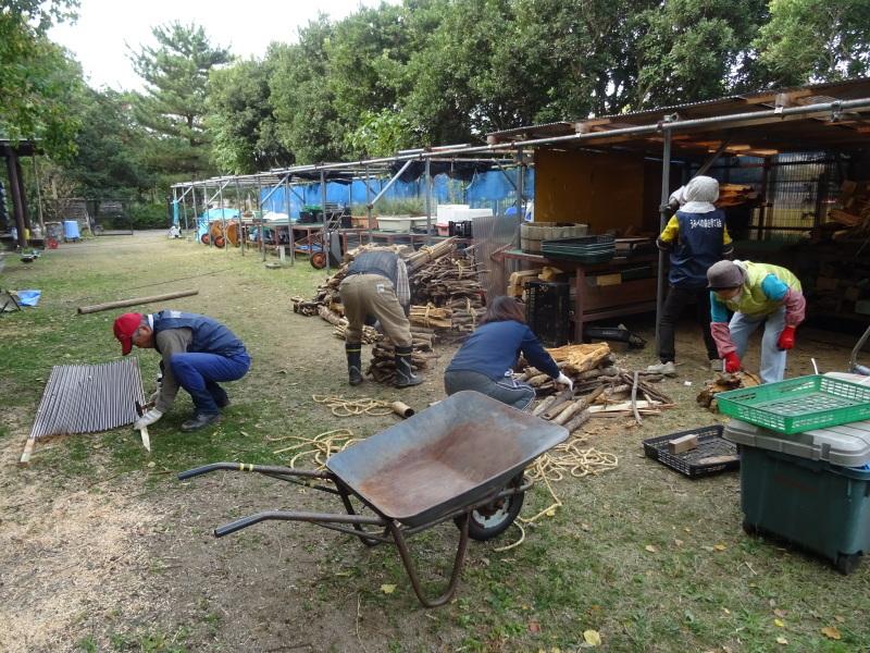 薪置き場作り in うみべの森_c0108460_21462735.jpg