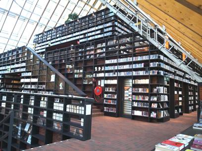 本の山(Book mountain)_c0042989_13243082.jpg