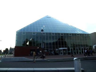 本の山(Book mountain)_c0042989_1324526.jpg