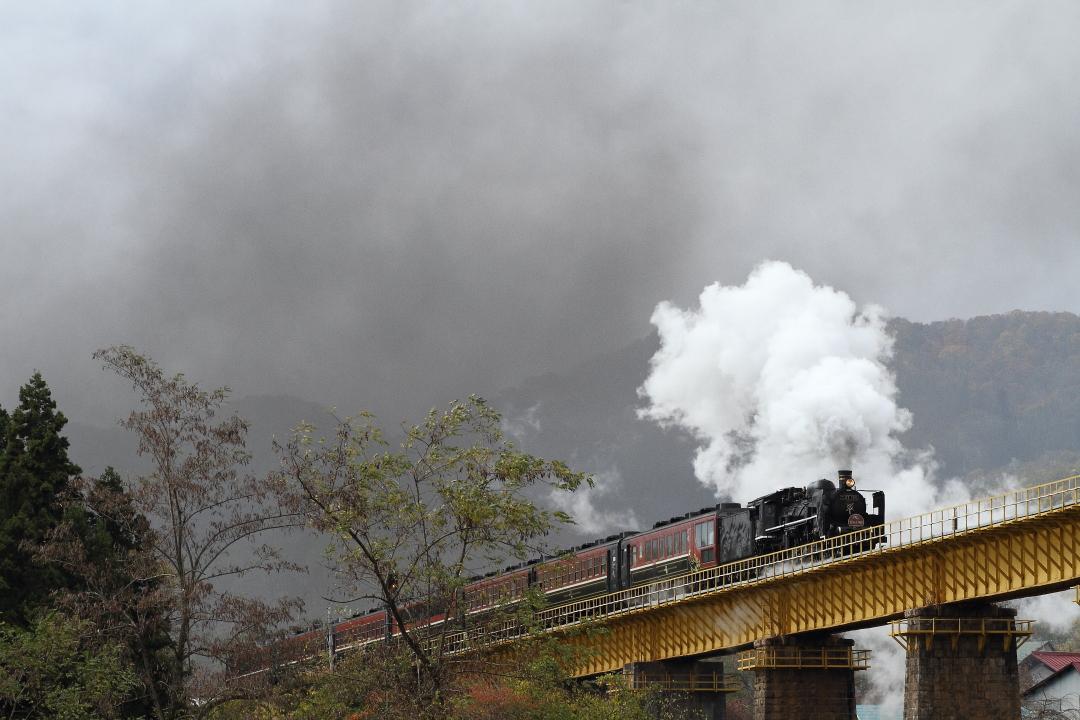 黄色い鉄橋に風が吹く - 2015年秋・磐西 -  _b0190710_22161755.jpg