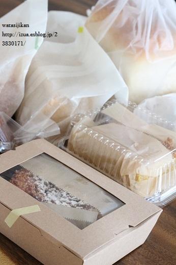 素敵なパン屋さんと黒板_e0214646_1539258.jpg