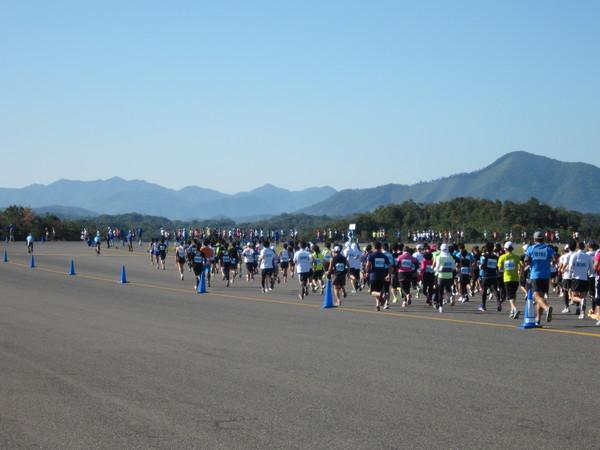 マラソン部活動報告3 第8回萩・石見空港マラソン_c0203658_20144524.jpg