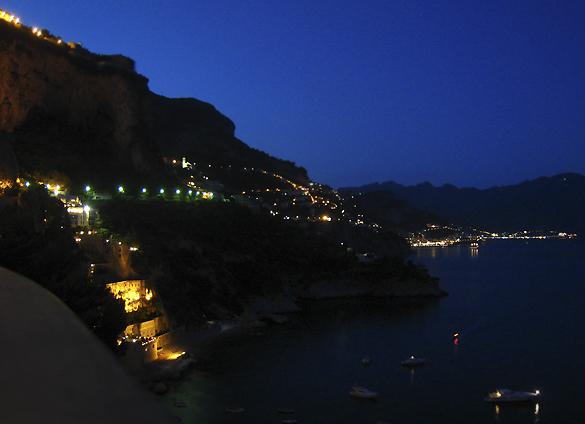コンカ・デイ・マリーニ 1. 出し入れさえできれば絶景が拝めるホテルでありました♪♪_f0205783_10283767.jpg