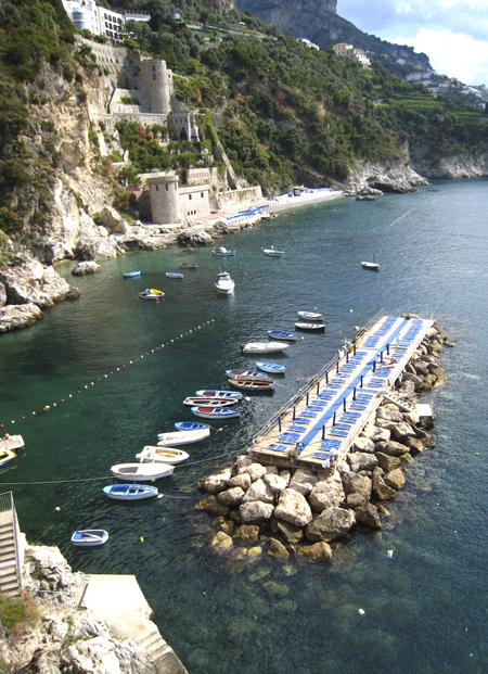 コンカ・デイ・マリーニ 1. 出し入れさえできれば絶景が拝めるホテルでありました♪♪_f0205783_10313667.jpg