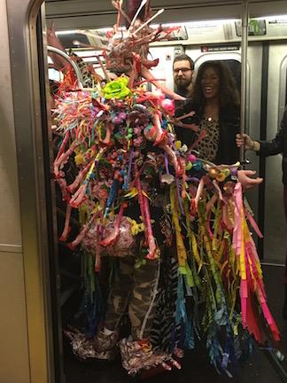 NYのハロウィン・パレード2015  ツボ大賞はムンクの「叫び」!_c0050387_16172440.jpg