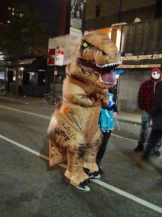 NYのハロウィン・パレード2015  ツボ大賞はムンクの「叫び」!_c0050387_16334331.jpg