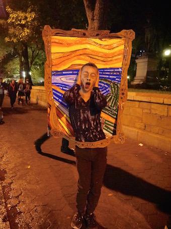 NYのハロウィン・パレード2015  ツボ大賞はムンクの「叫び」!_c0050387_1638232.jpg