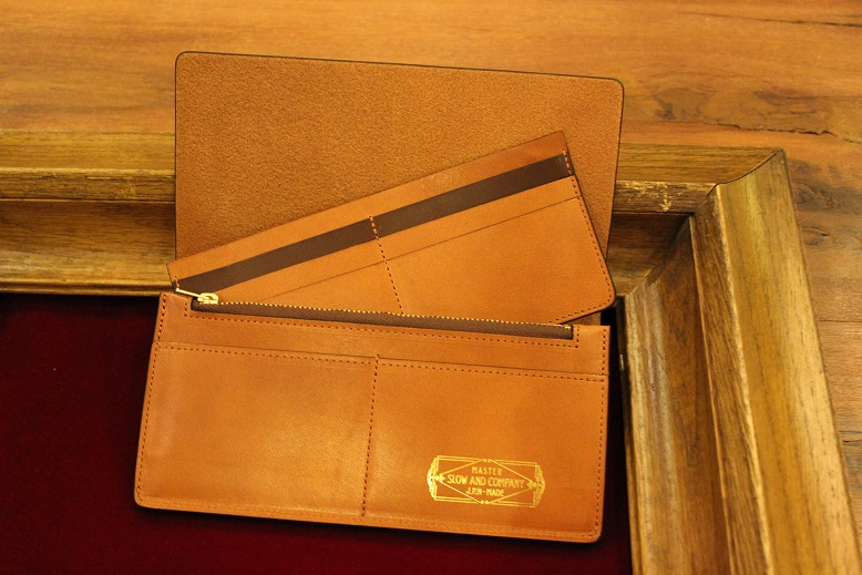 "SLOW ""DOUBLE OIL -LEATHER GOODS-\"" ご紹介_f0191324_1002133.jpg"