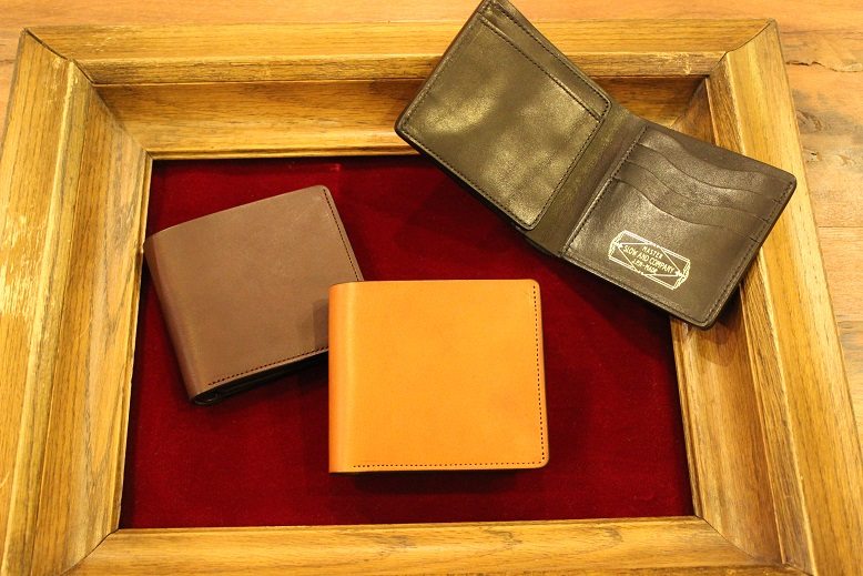 "SLOW ""DOUBLE OIL -LEATHER GOODS-\"" ご紹介_f0191324_1041470.jpg"