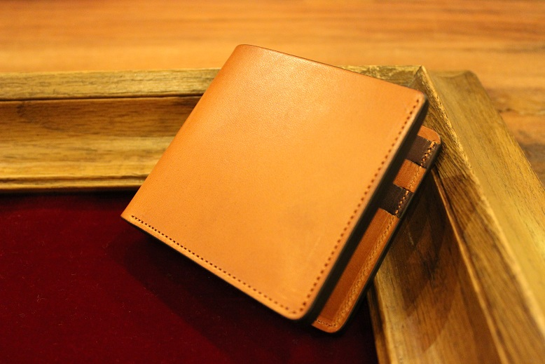 "SLOW ""DOUBLE OIL -LEATHER GOODS-\"" ご紹介_f0191324_1042459.jpg"