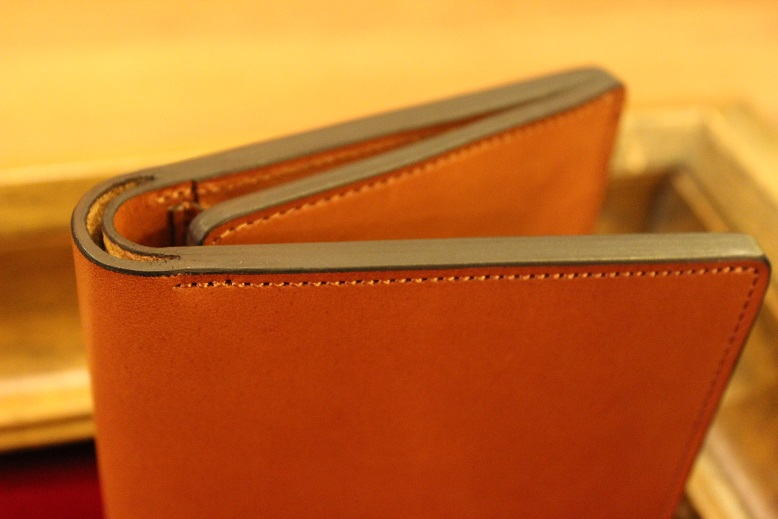 "SLOW ""DOUBLE OIL -LEATHER GOODS-\"" ご紹介_f0191324_1051546.jpg"