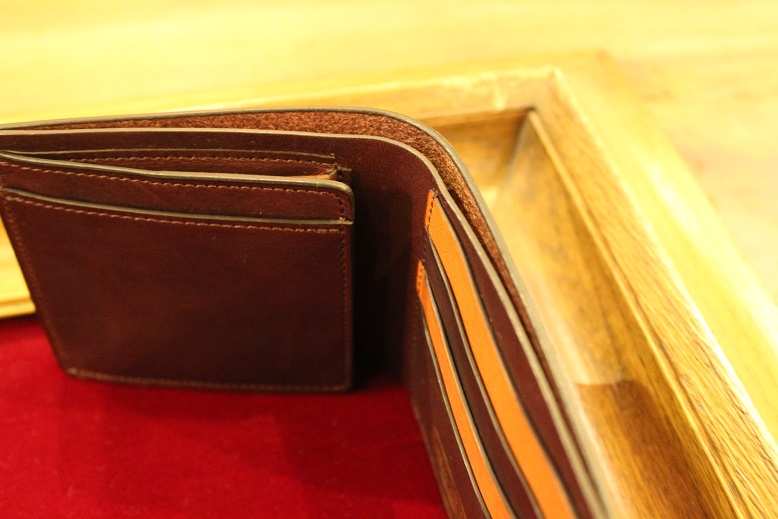 "SLOW ""DOUBLE OIL -LEATHER GOODS-\"" ご紹介_f0191324_1055742.jpg"