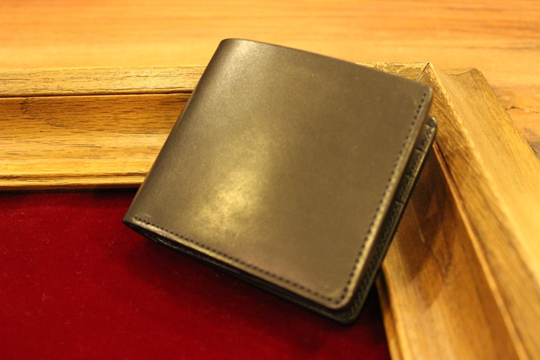 "SLOW ""DOUBLE OIL -LEATHER GOODS-\"" ご紹介_f0191324_1063053.jpg"