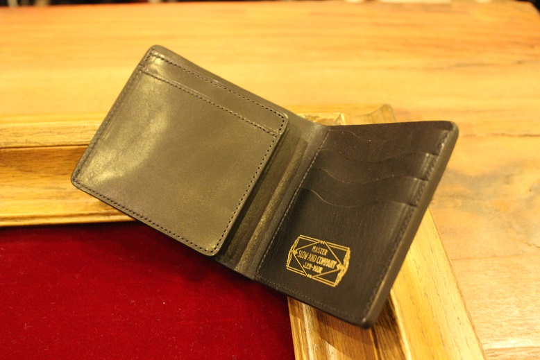 "SLOW ""DOUBLE OIL -LEATHER GOODS-\"" ご紹介_f0191324_1063639.jpg"