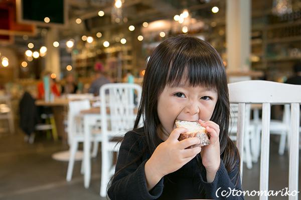 ロンドンのオシャレカフェと「魔女っ子バターちゃん」?!_c0024345_01163609.jpg