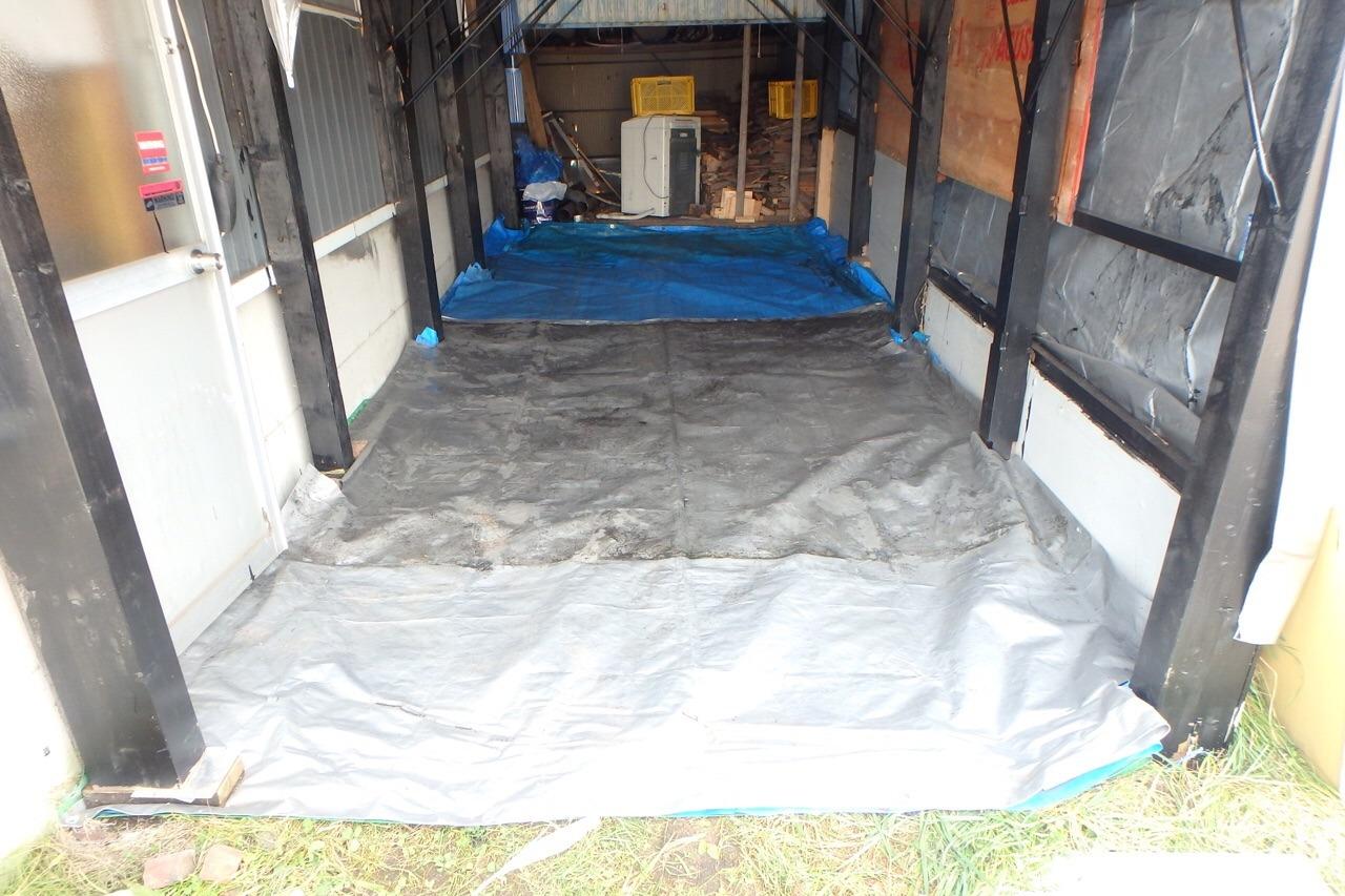サブガレージの床_e0159646_824235.jpg