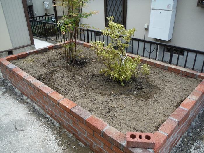 ガーディニング工事 ~ 花壇造り_d0165368_1627531.jpg