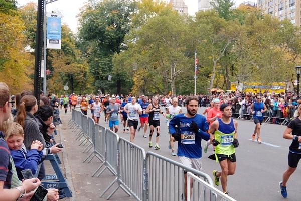 NYマラソン、ラスト1km、大声援飛び交う沿道の風景(動画付)_b0007805_232356.jpg