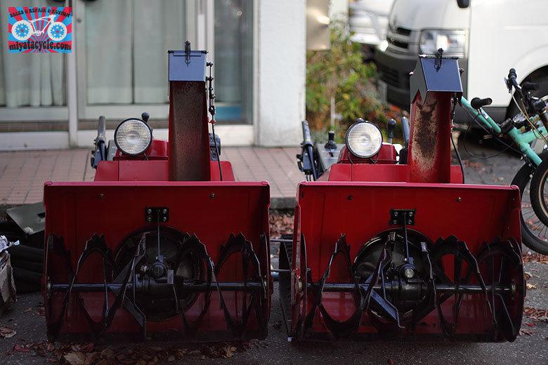 冬の準備は、赤い除雪機・・・_e0126901_12493636.jpg