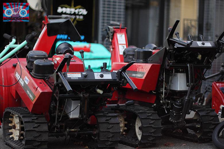 冬の準備は、赤い除雪機・・・_e0126901_12493905.jpg
