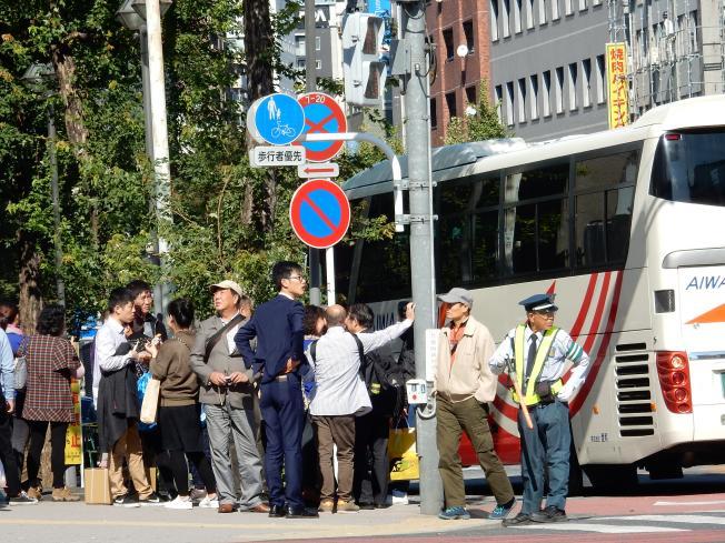 東新宿はインバウンド先進エリアです~外客向けホステルが開業(ツアーバス路駐台数調査 2015年11月)_b0235153_1012868.jpg