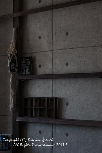 子供部屋男前計画(6)コンクリとウッドで渋くキメル_e0237680_16053029.jpg