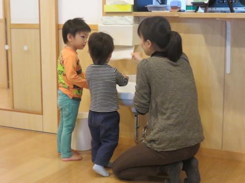 幼児クラスのみんなで手洗いの練習をしました☆_f0327175_18160394.jpg