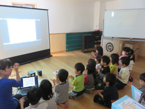 幼児クラスのみんなで手洗いの練習をしました☆_f0327175_18335850.jpg