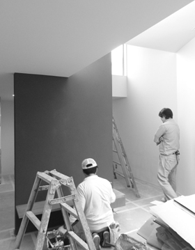 群青色の中央化粧壁 塗装完成しました_b0183404_17225290.jpg