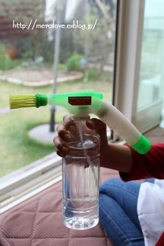 面倒な窓サッシ、洗濯機の裏など手が届かない場所にはジェット水圧ブラシ!