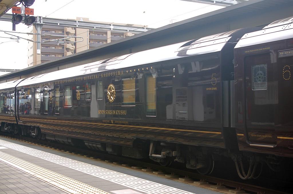 大分駅にて「ななつ星IN九州」_f0203926_17342960.jpg