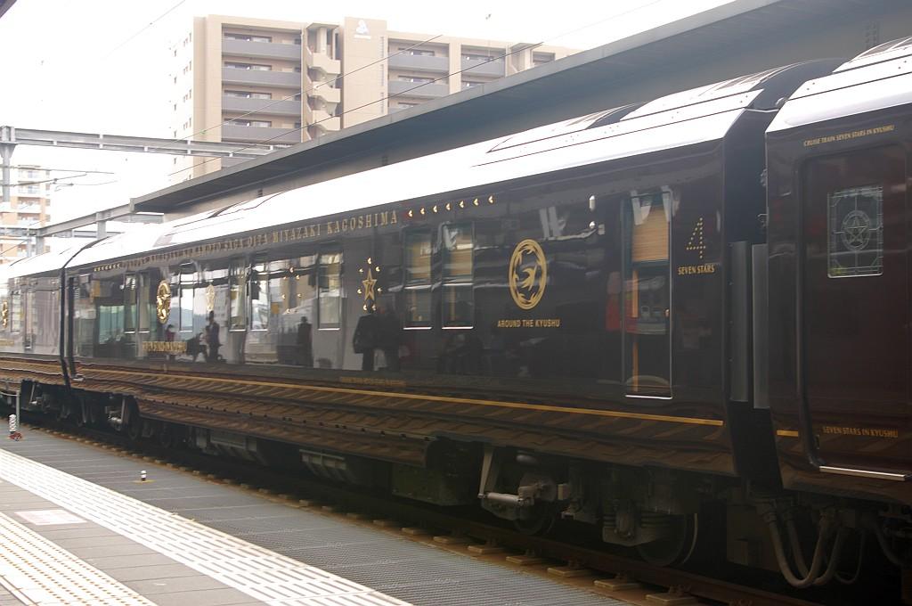 大分駅にて「ななつ星IN九州」_f0203926_17344468.jpg