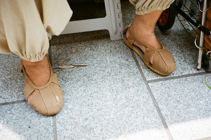 お坊さんの靴_f0170995_16381947.jpg
