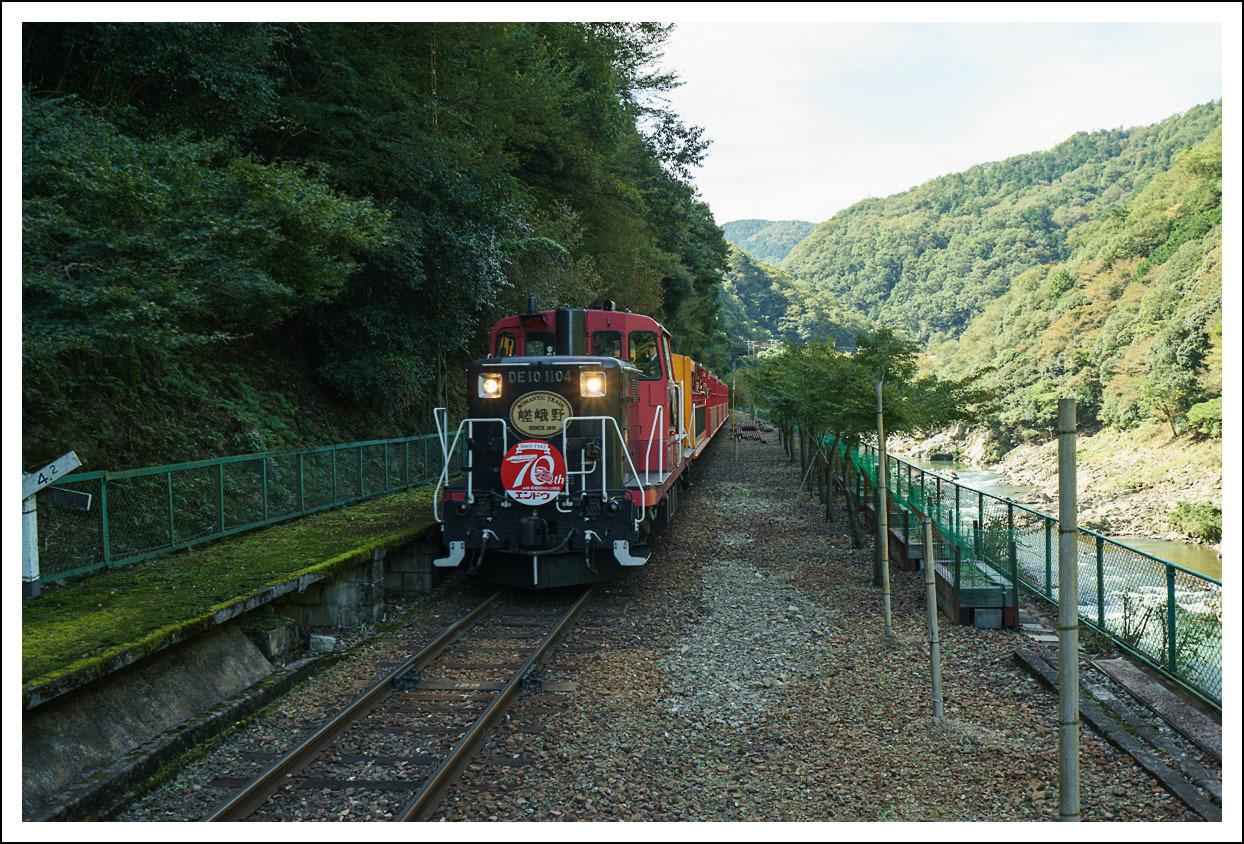 嵯峨野観光鉄道(トロッコ列車)保津峡駅_e0354867_18563812.jpg