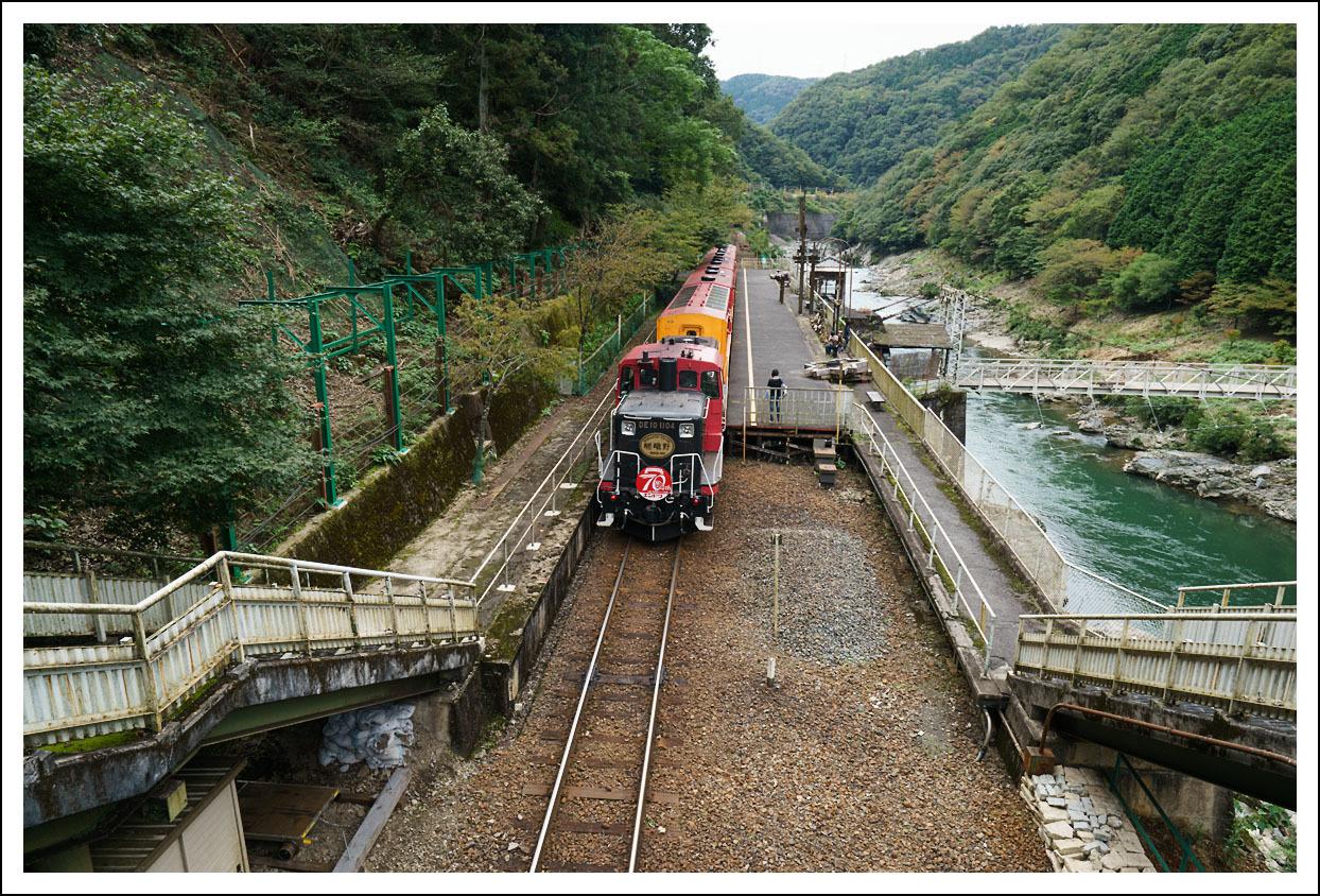 嵯峨野観光鉄道(トロッコ列車)保津峡駅_e0354867_18565867.jpg