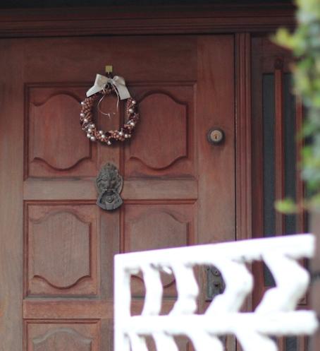 ローズウッドの玄関リース_e0170272_22352752.jpg