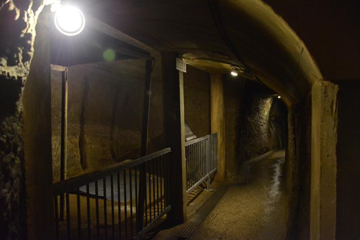 地下の穴倉に4000人もの兵士を収容~沖縄・旧海軍司令部壕写真_e0171573_13571315.jpg