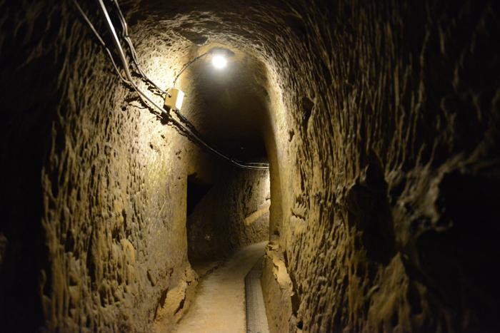 地下の穴倉に4000人もの兵士を収容~沖縄・旧海軍司令部壕写真_e0171573_13572765.jpg