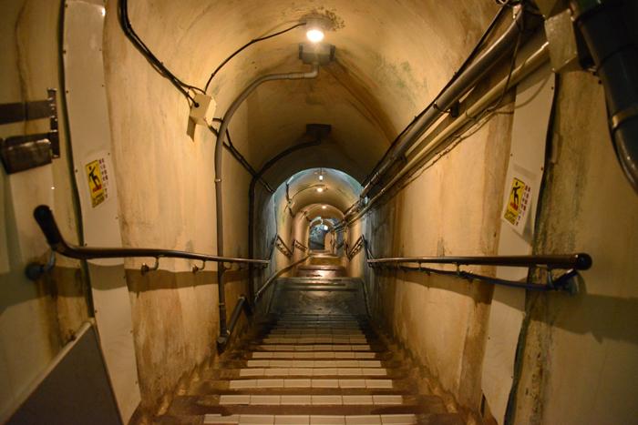 地下の穴倉に4000人もの兵士を収容~沖縄・旧海軍司令部壕写真_e0171573_13573167.jpg
