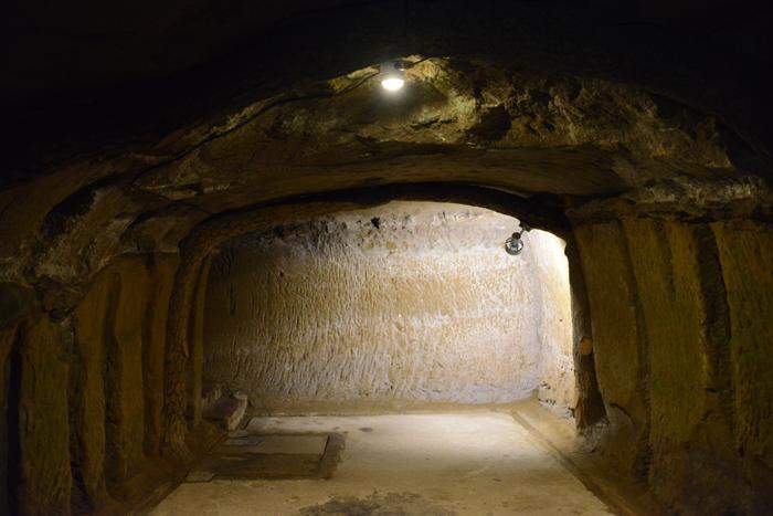 地下の穴倉に4000人もの兵士を収容~沖縄・旧海軍司令部壕写真_e0171573_1357982.jpg