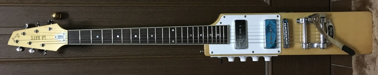 "EASTWOOD GUITARS""La Baye 2x4 DEVO Signature Model""_e0052576_01082031.jpg"