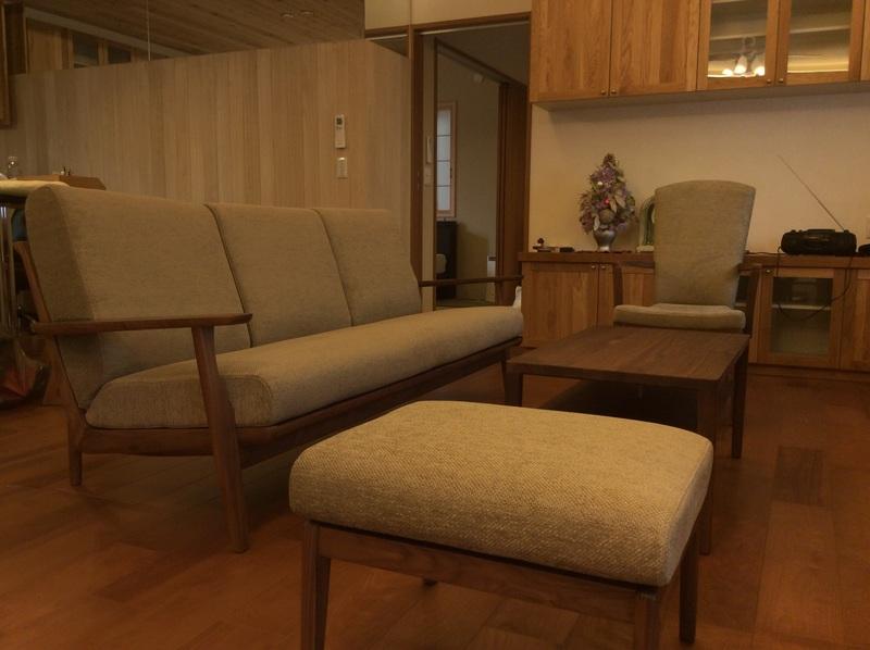 カリモク家具 WU61ソファとコロニアル。_d0224984_17392795.jpg