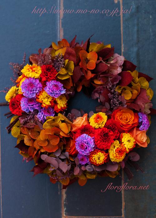魅惑のバイカラーの花達で四季のリースを綴る 秋のリース 花時間プ*リ*ザvol.9掲載_a0115684_15415446.jpg