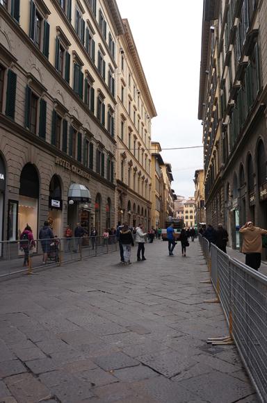 ローマ法王でフィレンツェはてんやわんや_f0106597_20324042.jpg