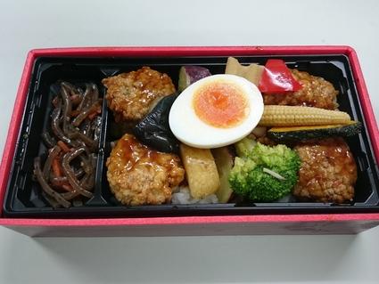 11/10夜食 ファミリーマート 12品目の豆腐つくね重¥530+ファミマ天ぷらそば¥142_b0042308_17513648.jpg