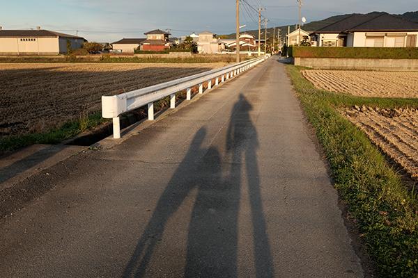 影がのびるころ_c0275332_2325571.jpg