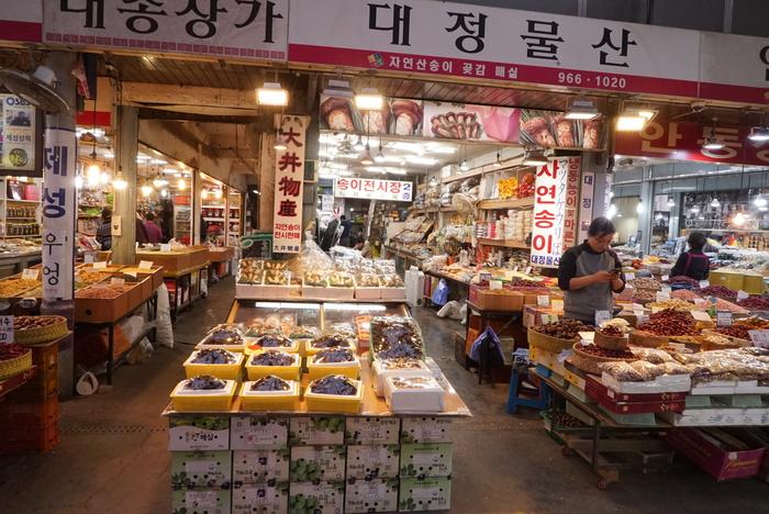 ソウルのお買い物 京東市場(キョンドンシジャン)編 魔法の白い韓方粉と不思議な黒いキノコ、コウタケ_a0223786_11312325.jpg